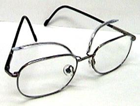 γυαλιά με ειδικά προσαρμοσμένους βραχίονες για άτομα με βλεφαρόσπασμο